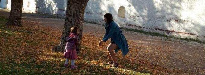 Шуршат сухие листья под ногами