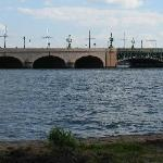 Девушка и Троицкий мост