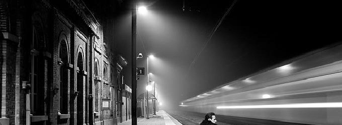 Ночь. Вокзал.