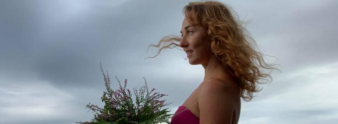 Девушка, море, цветы....