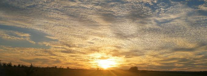 Растворилось солнце на закате