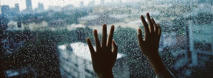 По карманам раскиданы капли дождя
