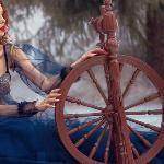 Веретено, ткацкий челнок и иголка