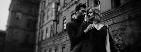 он ее ждёт в пол восьмого на остановке - длинные стихи, о жизни, лирические стихи, лирика, о любви