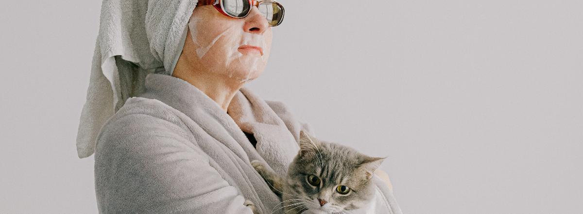 у ее котов бессонные злые морды