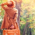 А осень с чемоданами стоит