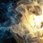 Сгоревшие лампочки светят безумной тьмой