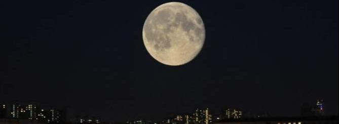 В берете пасмурной луны - луна, петербург