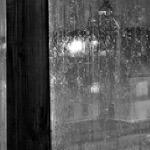 Сонный городукрытый дождя пеленой