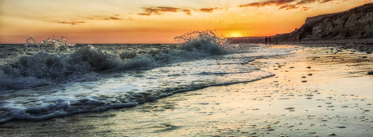Сгрудились точки  запятые - море, взаимопонимание, волны, слова, Философия